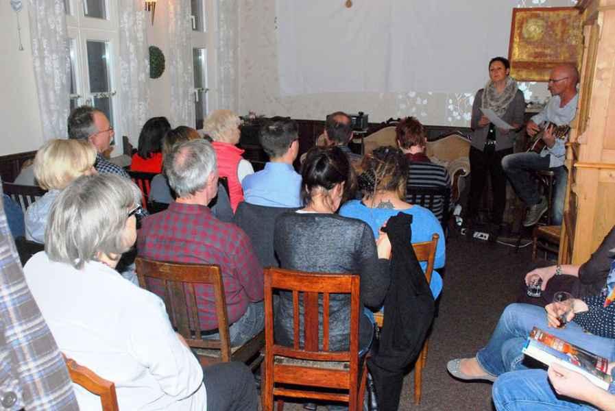 vortrag-personen-sitzen
